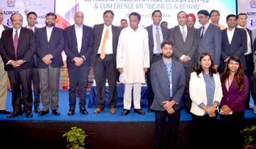 मुख्यमंत्री श्री कमल नाथ ने इंदौर में सीआईआई के वार्षिक अधिवेशन में प्रतिभागियों के साथ ग्रुप फोटो निकलवाई।