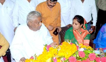 अल्पसंख्यक कल्याण मंत्री श्री आरिफ अकील से उनके निवास पर नव नामांकित सीहोर नगर पालिका अध्यक्ष श्रीमती नमिता विवेक राठौर ने भेंट की।
