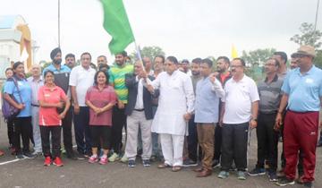 जनसम्पर्क मंत्री श्री पी.सी.शर्मा ने राष्ट्रीय खेल दिवस पर बिशनखेडी स्थित साई से मैराथान दौड को हरी झंडी दिखाई ।
