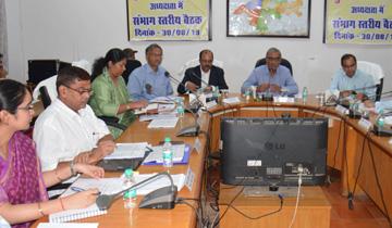 मुख्य सचिव श्री एस.आर. मोहन्ती ने जबलपुर में खाद्य सुरक्षा संबंधी संभाग स्तरीय बैठक को संबोधित किया।