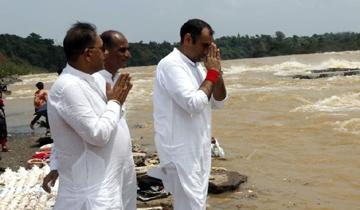 ऊर्जा मंत्री श्री प्रियव्रत सिंह ने भेड़ाघाट में माँ नर्मदा की आराधना की।