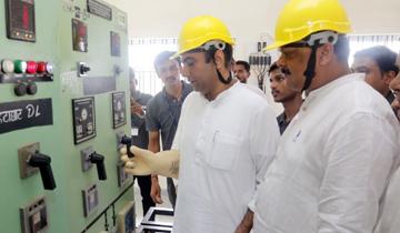 ऊर्जा मंत्री श्री प्रियव्रत सिंह ने जबलपुर जिलें के ग्राम लम्हेता में 3 विद्युत उपकेन्द्र का अवलोकन किया।
