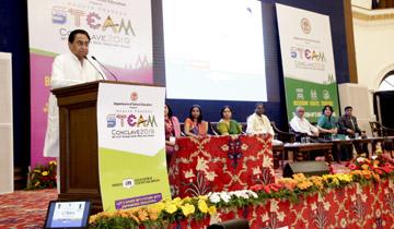 मुख्यमंत्री श्री कमल नाथ ने मिंटो हॉल में सांइस, टेक्नोलॉजी, इंजीनियरिंग, आर्टस एवं मैथ्स (स्टीम) शिक्षा पद्धति पर आयोजित दो दिवसीय स्टीम कान्क्लेव 2019 को संबोधित किया।