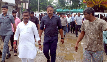 पंचायत एवं ग्रामीण विकास मंत्री श्री कमलेश्वर पटेल ने इंदौर जिले की ग्राम पंचायत-माचल का आकस्मिक निरिक्षण किया।