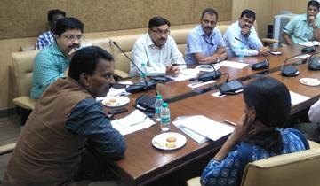 """लोक स्वास्थ्य एवं परिवार कल्याण मंत्री श्री तुलसीराम सिलावट ने """"शुद्ध के लिए युद्ध"""" अभियान की मंत्रालय में भोपाल संभाग की समीक्षा की।"""